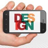 Conceito da propaganda: Mão que guarda Smartphone com projeto na exposição Foto de Stock