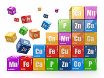 Conceito da química. Mure da tabela periódica do wiyh dos cubos dos elemen Imagem de Stock Royalty Free