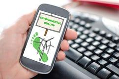 Conceito da qualidade ambiental em um smartphone fotos de stock