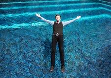 Conceito da queda da piscina do homem fotos de stock royalty free