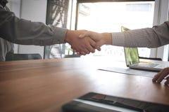 Conceito da reunião e do cumprimento, aperto de mão seguro a do negócio dois Imagens de Stock Royalty Free