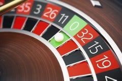 conceito da roleta do casino da rendição 3D Tabela de jogo no casino luxuoso Jogo da roleta do casino ilustração stock
