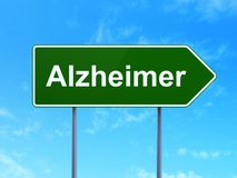 Conceito da saúde: Alzheimer no fundo do sinal de estrada Fotografia de Stock