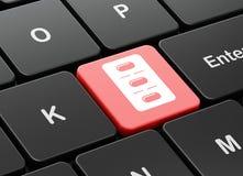Conceito da saúde: Bolha dos comprimidos no fundo do teclado de computador Imagem de Stock Royalty Free