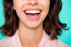 Conceito da saúde O close-up colhido abriu o branco brilhante limpo da boca fotografia de stock royalty free