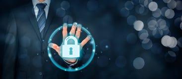 Conceito da segurança com identificação e authe do toque da impressão digital fotos de stock royalty free