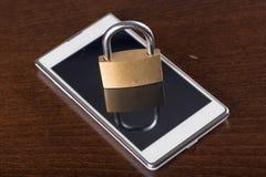 Conceito da segurança de Smartphone Fotografia de Stock Royalty Free
