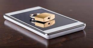 Conceito da segurança de Smartphone Fotografia de Stock