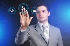 Conceito da tecnologia do Internet do negócio O homem de negócios escolhe Suppor Fotografia de Stock Royalty Free