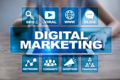 Conceito da tecnologia do mercado de Digitas Internet On-line SEO SMM anunciar fotos de stock