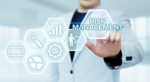 Conceito da tecnologia do negócio do Internet do investimento da finança do plano da estratégia de gestão de riscos foto de stock