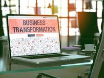 Conceito da transformação do negócio na tela do portátil 3d Foto de Stock