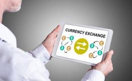 Conceito da troca de moeda em uma tabuleta imagens de stock