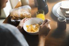 Conceito da unidade do café da manhã da manhã comer dos pares foto de stock