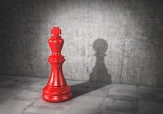 Conceito da vaidade O rei da xadrez moldou a sombra no formulário do penhor 3d ilustração royalty free