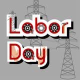 Conceito da venda do Dia do Trabalhador com martelo, engrenagens, mãos, cargos de alta tensão e texto no fundo cinzento Imagens de Stock Royalty Free