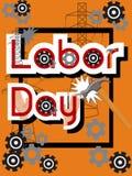 Conceito da venda do Dia do Trabalhador com martelo, engrenagens, mãos, cargos de alta tensão, quadro preto e texto no fundo alar Fotografia de Stock Royalty Free