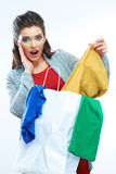 Conceito da venda - mão com lupa Retrato do saco de compras de sorriso feliz da posse da mulher Fotografia de Stock