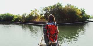 Conceito da viagem da natureza do estilo de vida do viajante do pombo do desejo por viajar fotos de stock