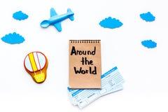Conceito da viagem da família Brinquedo de Airplan, cookie do balão de ar, bilhetes airplan Em todo o mundo rotulação da mão no c Imagens de Stock
