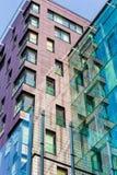 conceito das construções da Olá!-tecnologia Construções highrise modernas na cidade fotos de stock