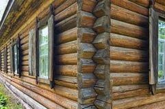 Conceito das construções de Ucrânia antiga Construção de madeira construída no fim do século XIX sem pregos imagens de stock