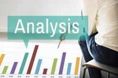 Conceito das estatísticas do crescimento do gráfico da analítica da análise Fotos de Stock Royalty Free