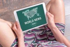 Conceito das notícias do mundo em uma tabuleta Imagem de Stock