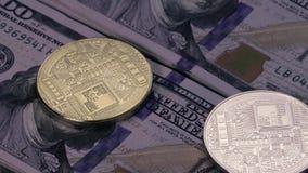 Conceito de Bitcoins e da moeda cripto video estoque