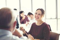 Conceito de Cheerful Smiling Beautiful Smart da mulher de negócios imagem de stock