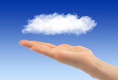 Conceito de computação da nuvem com mão da mulher fotos de stock royalty free