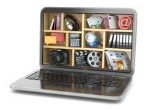 Conceito de computação da nuvem O software e as capacidades do portátil Imagens de Stock Royalty Free