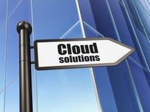 Conceito de computação da nuvem: Soluções da nuvem no fundo da construção Imagens de Stock Royalty Free