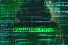 Conceito de Cryptojacking, hacker de computador com hoodie fotos de stock royalty free