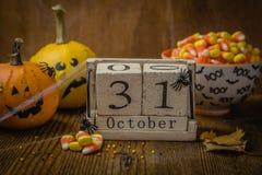 Conceito de Dia das Bruxas - abóboras e símbolos Fotografia de Stock Royalty Free