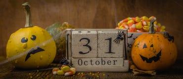 Conceito de Dia das Bruxas - abóboras e símbolos Fotografia de Stock
