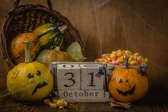 Conceito de Dia das Bruxas - abóboras e símbolos Foto de Stock Royalty Free