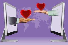 Conceito de Digitas, duas mãos dos computadores coração e coração ilustração 3D imagens de stock royalty free