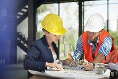 Conceito de Discussion Brainstorming Construction do coordenador do arquiteto imagem de stock