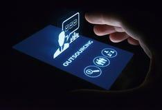 Conceito de externalização da tecnologia do Internet do negócio dos recursos humanos Foto de Stock