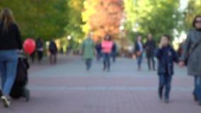 Conceito de GDPR, multidão do borrão na rua da cidade, passeio defocused do grupo de pessoas Ideias gerais do regulamento da prot video estoque
