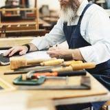 Conceito de Handicraft Wooden Workshop do artesão do carpinteiro imagens de stock