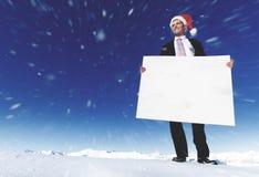 Conceito de Holding Blank Placard do homem de negócios do Natal fotos de stock