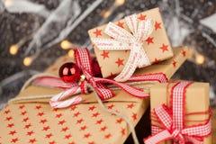 Conceito de kraft dos presentes de Natal Fotografia de Stock