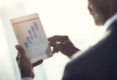 Conceito de Looking Statistics Analytics do homem de negócios fotos de stock royalty free