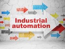 Conceito de Manufacuring: seta com automatização industrial no fundo da parede do grunge Ilustração Royalty Free