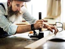 Conceito de Occupation Craftsmanship Carpentry do trabalhador manual fotos de stock royalty free