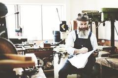 Conceito de Occupation Craftsmanship Carpentry do trabalhador manual foto de stock royalty free