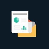 Conceito de projeto liso dos dados grandes com papel e envelope de informação Imagens de Stock