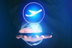 Conceito de registrar o bilhete de avião em linha - conceito do curso foto de stock